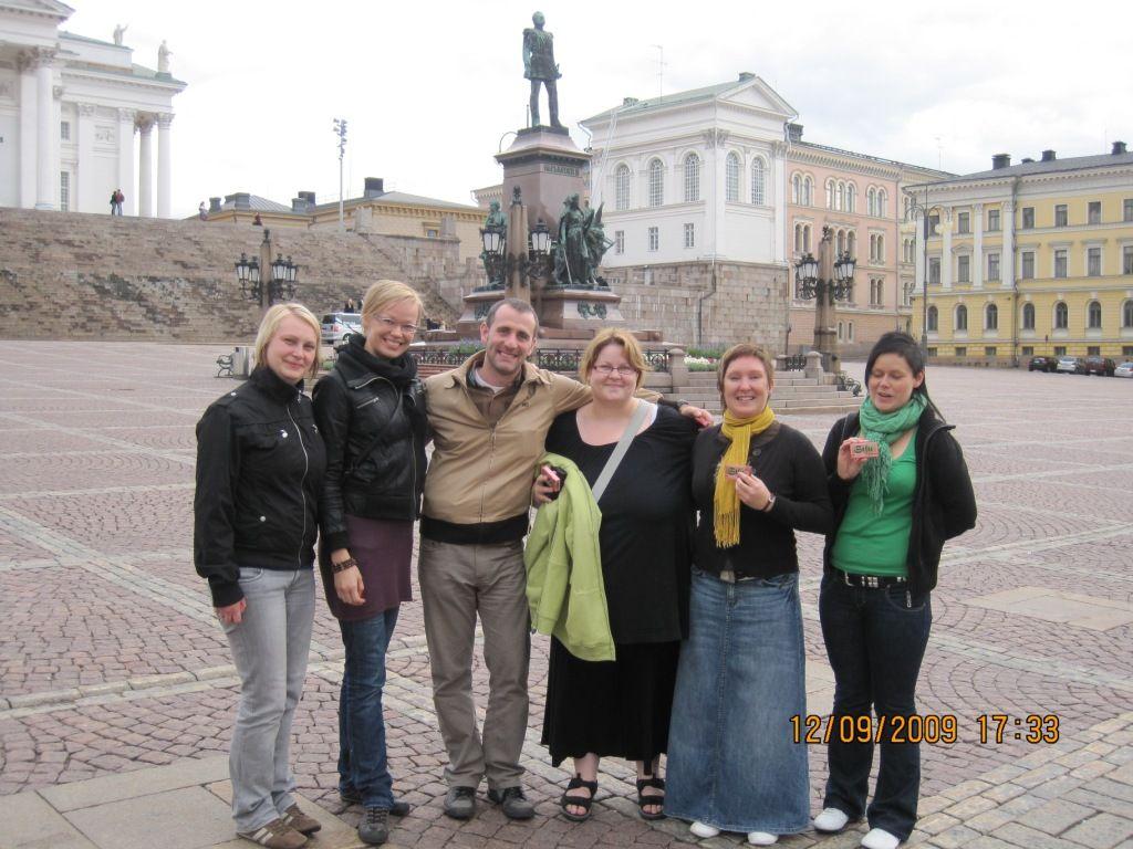 El equipo de ventas de Eräsetti Wild North: Reetta, Maria, Julián, Henna, Laura y Outi. Sólo faltaban Jaana y Ija, que ya estaban de vuelta en Rovaniemi