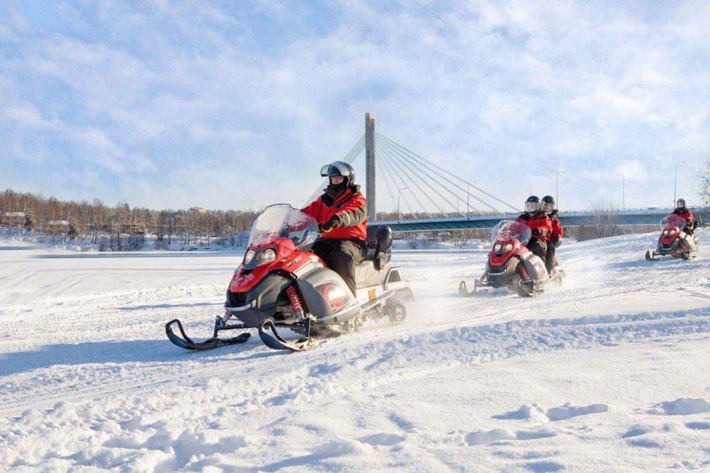 Aprender a conducir una moto de nieve es fácil