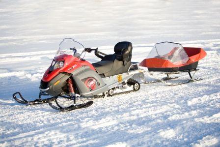 Moto de nieve con trineo (haz click sobre la foto para ver el video)