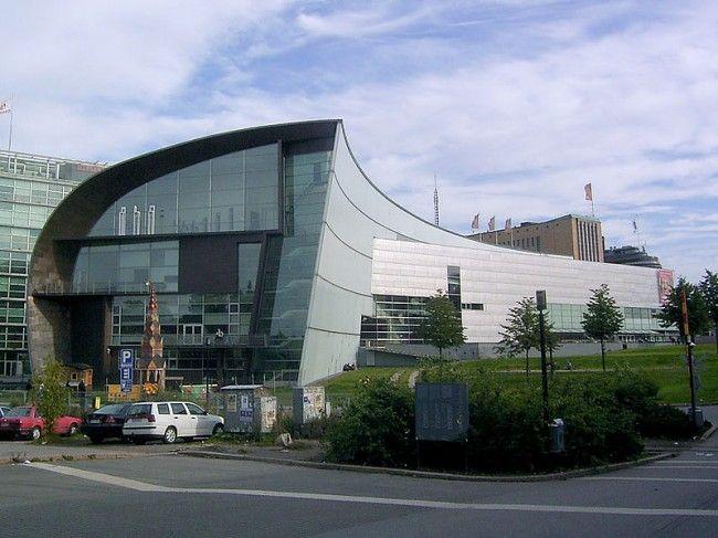 Fachada del Museo Kiasma en Helsinki, Finlandia
