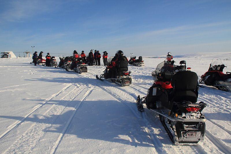 Excursión en moto de nieve en Saariselkä, Laponia, Finlandia
