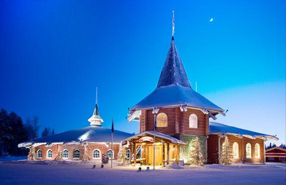 Chirstmas house: recepción, punto de encuentro, restaurante, museo de la Navidad y tienda de souvenirs
