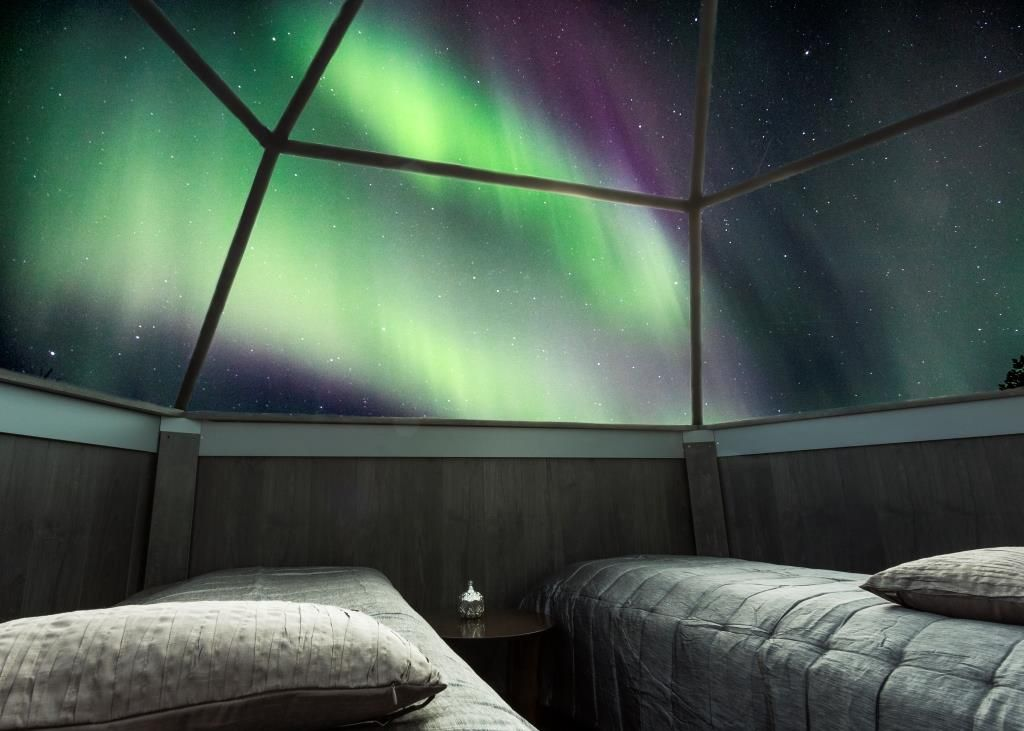 Auroras boreales desde un iglú de cristal