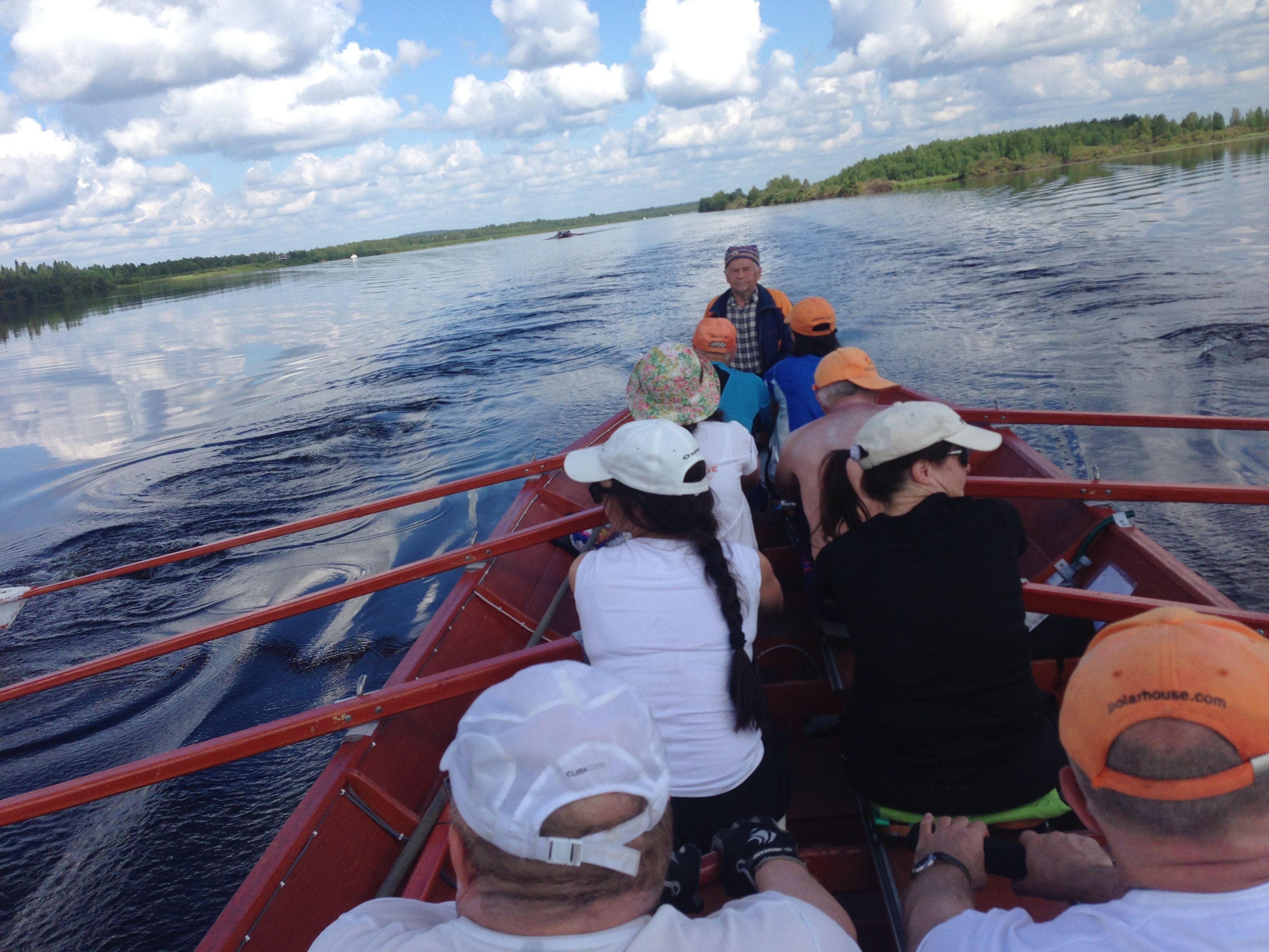 Remando hacia Kemijärvi durante el último día del Kemijoki Experience