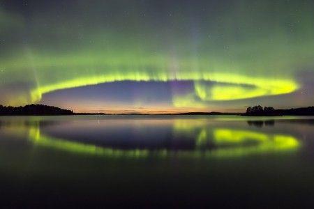 Aurora Boreal y lago