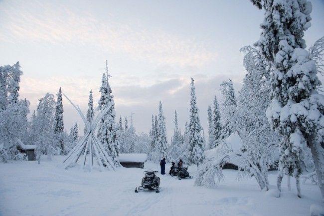 Motos de nieve en Saariselkä, foto: VisitFinland.