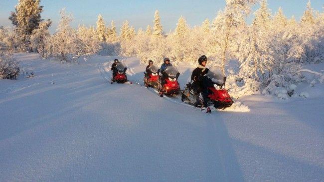 Primera salida en motos de nieve en Saariselkä el 12.11.2014.