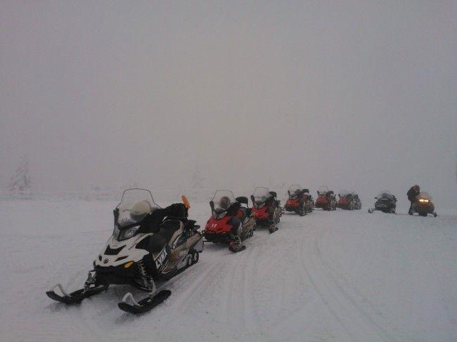 Salida de motos de nieve en Luosto el día 28.11.2014