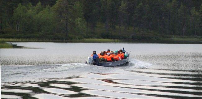 Paseo en barca por el Lemmenjoki