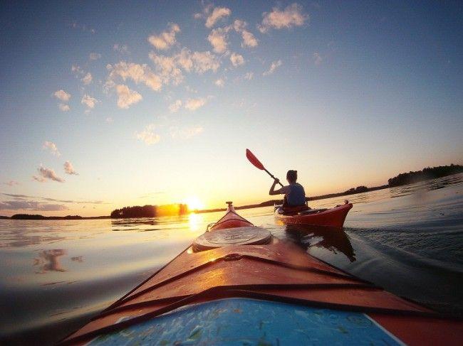 Disfrutando del kayak y del Sol de Medianoche
