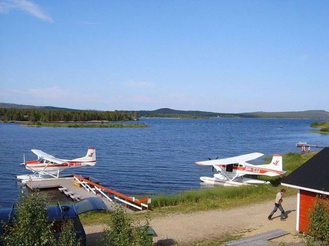 En el embarcadero en el lago Inari. No todo son barcos