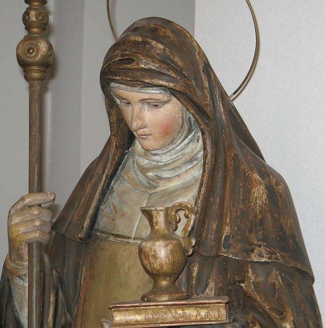 Santa Valburga. Estatua en la iglesia de Contern, Luxemburgo