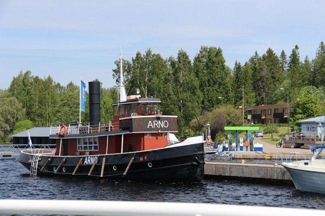 Uno de los barcos de crucero en el lago Saimaa.