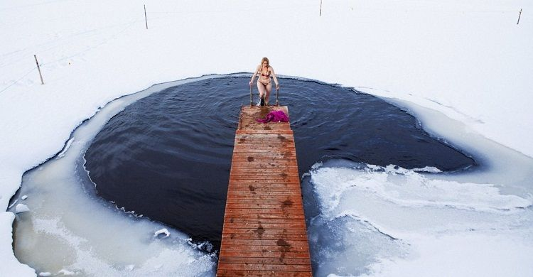 Combinar la sauna con un baño de agua fría activa la circulación