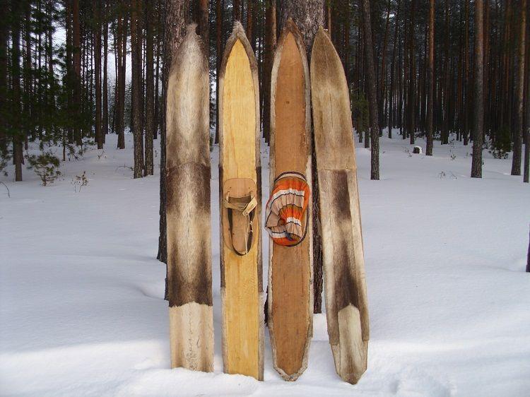 Esquís con piel de foca de la etnia Janty