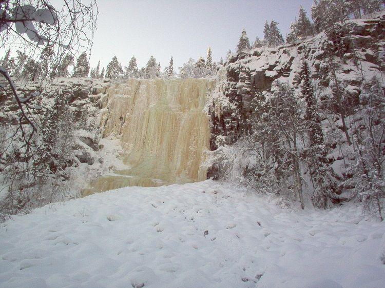 Una de las cascadas de Korouoma