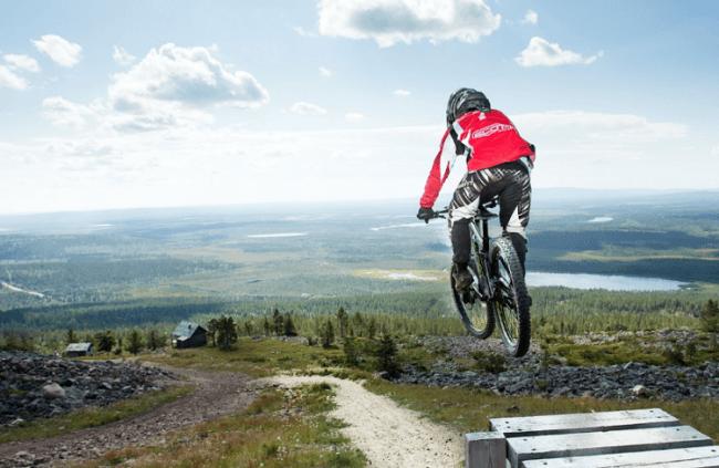 Descenso en bici por las pistas de esquí