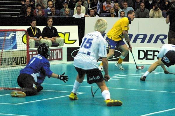 Floorball. Un deporte parecido al hockey