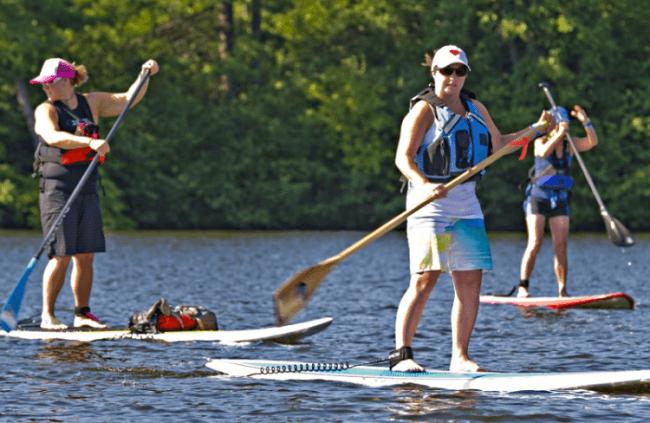 Practicando paddle surf en Levi