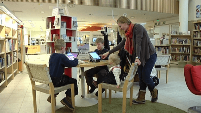 Niños en la biblioteca