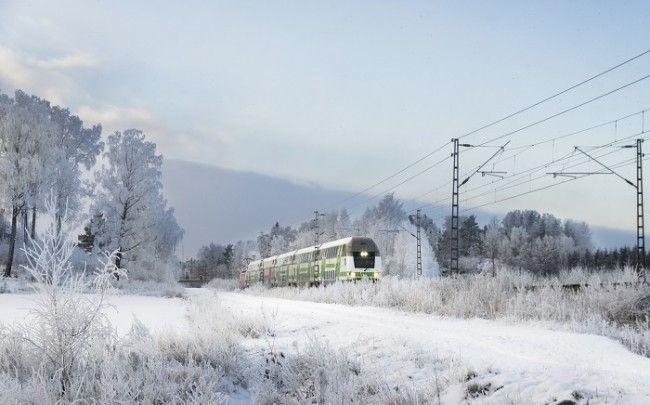 El tren en Finlandia durante el invierno