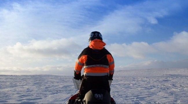 Excursión en moto de nieve por el inmenso paraíso blanco