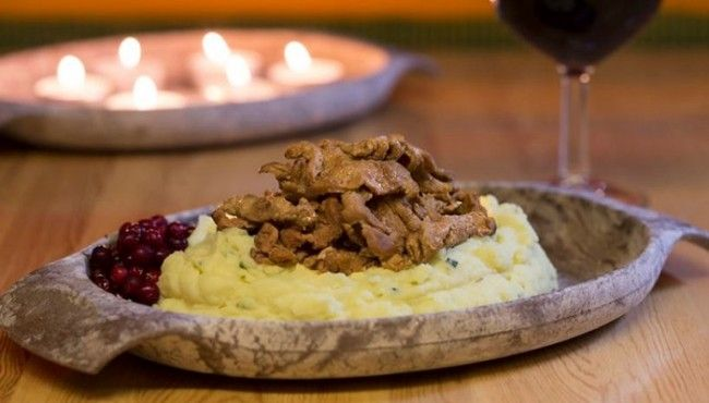 Porokärystys el típico estofado de reno en el restaurante Sirmakko
