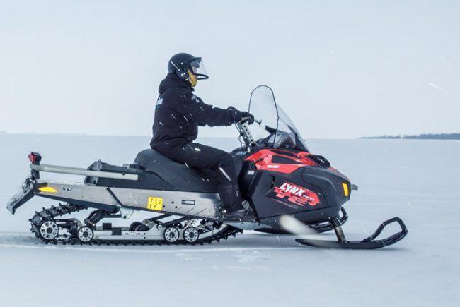Excursión en moto de nieve en Kemi, Laponia
