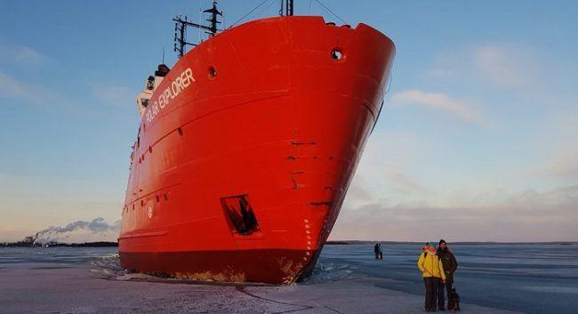 El Polar Explorer encallado en el hielo