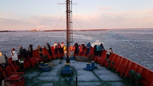 En la proa del Polar Explorer