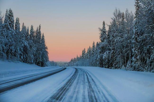 Carretera en invierno en Laponia