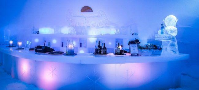 El bar de Snowman World donde tomarse una bebida en vaso de hielo