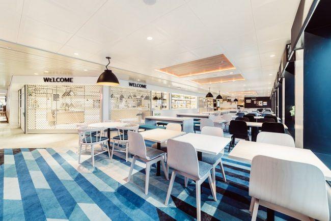 Salones y tiendas en el ferry Megastar