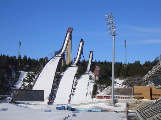 Los trampolines grandes de la estación de esquí de Lahti