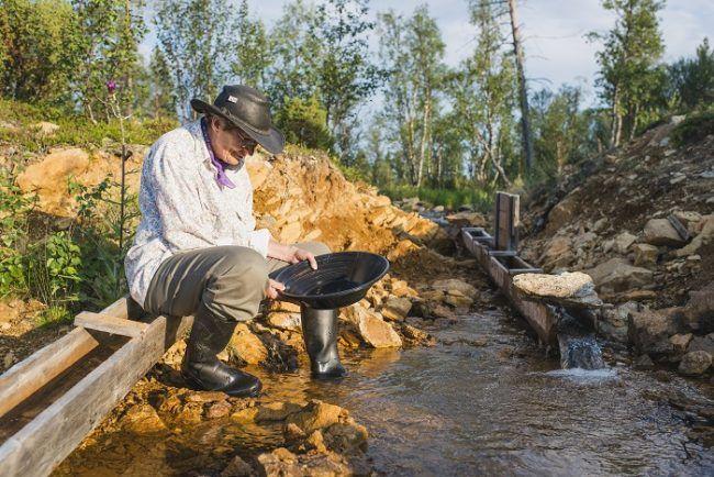 Buscando oro en Kakslauttanen