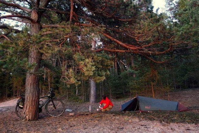 Camping libre en la isla de Hogsara