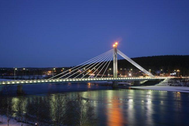 El puente de las candelas símbolo de la ciudad de Rovaniemi