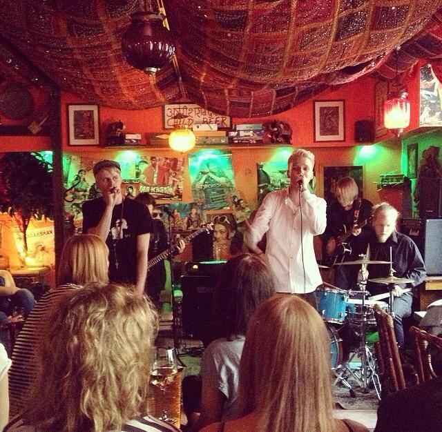 Grupo Vähäposti en el bar Bhangra