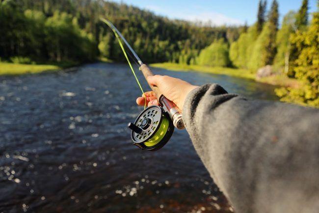 Practicando la pesca con mosca