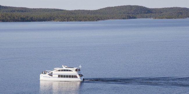 Crucero en el lago Inari