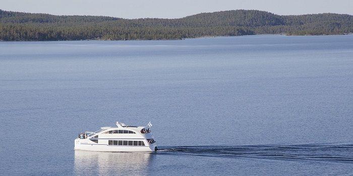 Explorando el lago Inari en verano