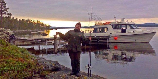 Pesca del día trucha del lago Inari