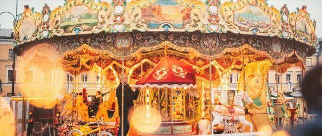 El Tiovivo del mercado de Navidad de Helskinki