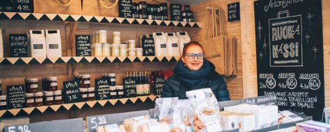 Una de las tiendas del mercado de Navidad de Helsinki