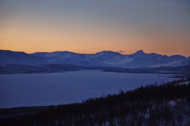 El lago Kilpisjärvi. Al fondo las montañas de Suecia