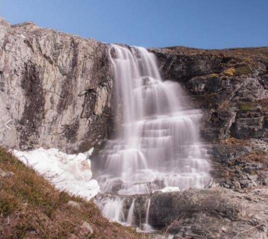 La cascada Kitsi (Kitsiputous) en verano