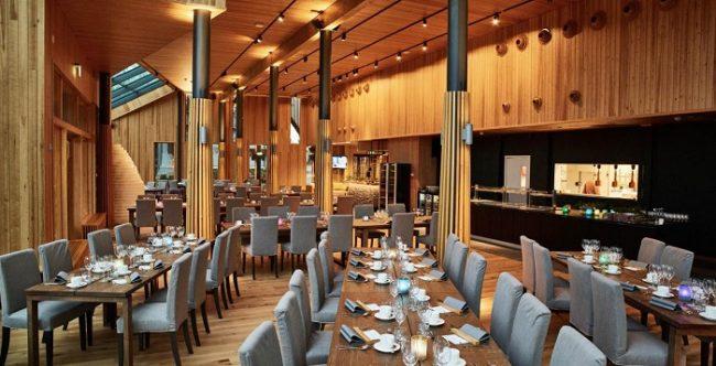 Magnifica sala del restaurante del hotel Nova Skyland