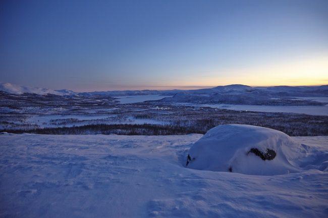 Paisajes de postal. Al-fondo se pueden ver las luces de Kilpisjärvi