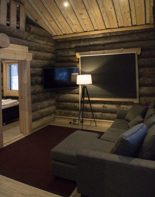 Detalle interior de las cabañas de troncos