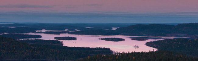 Impresionante detalle del lago Inari